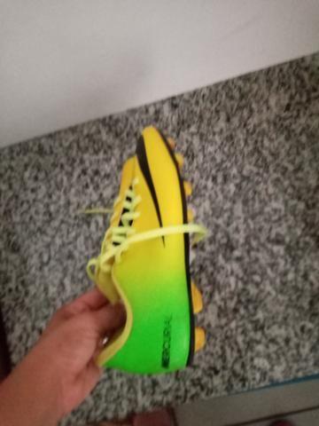 Chuteira Nike edição especial - Foto 2
