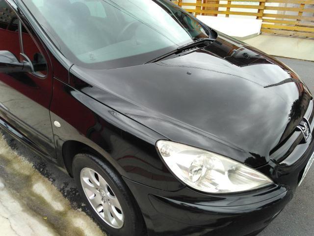 Vendo Peugeot 307 Presenc ano 2006 com ar direção airbags interior em couro valor 18000 - Foto 3