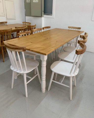 Mesa 2 metros inteira em madeira maciça com 8 cadeiras