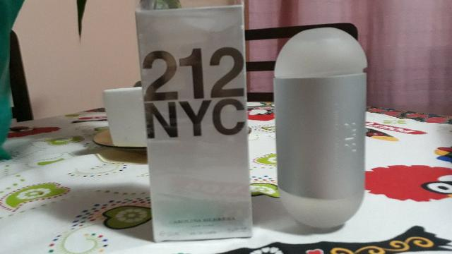 Perfume 212 Carolina Herrera EDT Feminino 100 ml - Foto 3