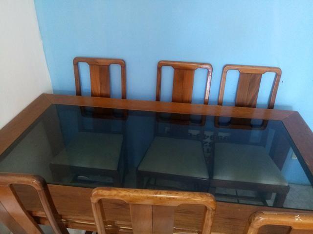 VENDO Mesa de madeira 6 cadeiras - Foto 2