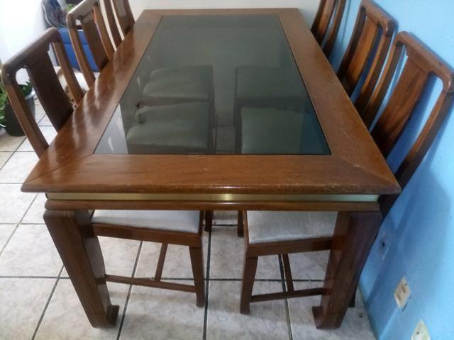 VENDO Mesa de madeira 6 cadeiras - Foto 4