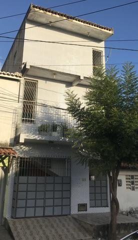 Vende-se prédio residencial com 3 apartamentos individuais