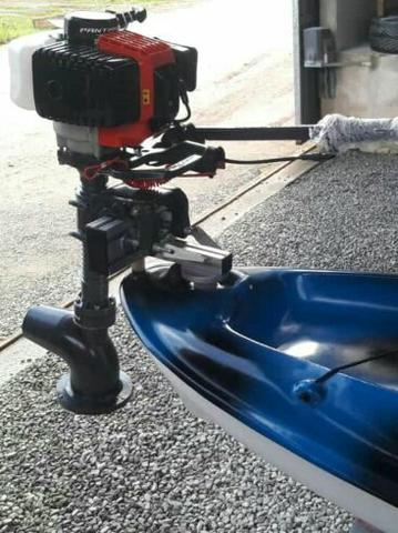 Caiaque de pesca com suporte de motor