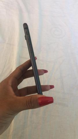 Vendo iPhone 8 64gb com carregador valor 1800,00