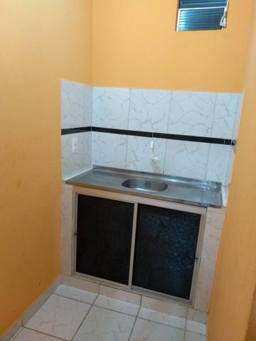Alugo casa com 2 quartos a 100 metrôs do metrô da mangueira R$500 já com a água incluso - Foto 2