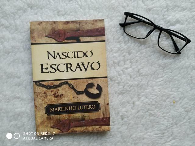 Livro Nascido Escravo, de Martinho Lutero