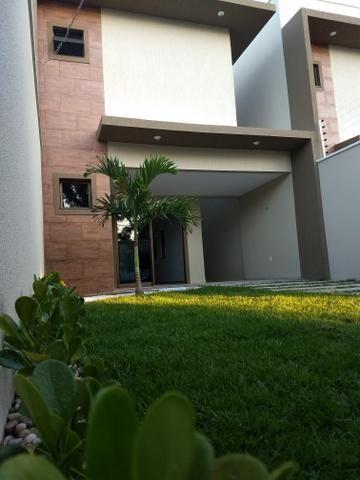 Maravilhosa casa duplex, rua larga e familiar, com uma PRACINHA na frente - Foto 10