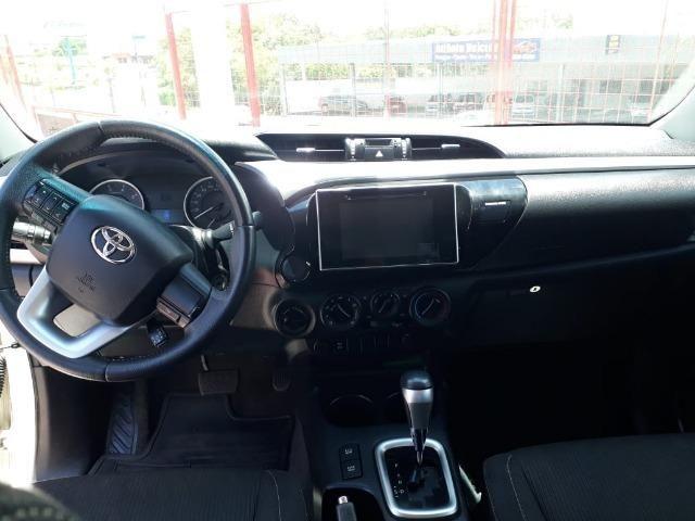 Toyota Hilux 2017 Ipva 2019 mais Trnasferencia Grtis - Foto 2