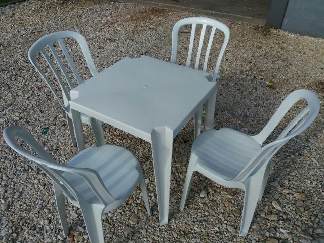 Conjunto de Mesa e Cadeiras Novos
