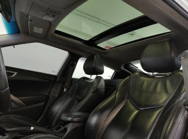 Hyundai Veloster 2013 com teto solar. Financiamos sem comprovar renda - Foto 7