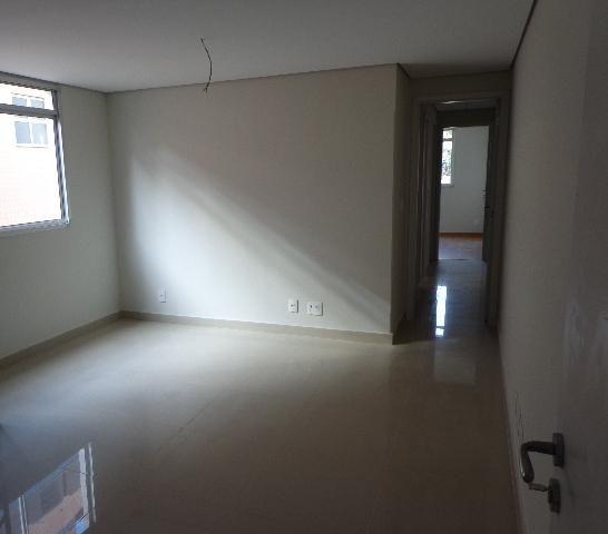 Apartamento com aproximadamente 72,80 m² com sala para 2 ambientes, 03 quartos sendo 01 su - Foto 2