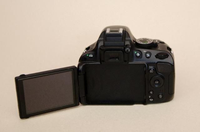 Kit Nikon D5100 + Lente+grip+bateria Extra + Cartão Sd + Bolsa -Muito Nova - Foto 3