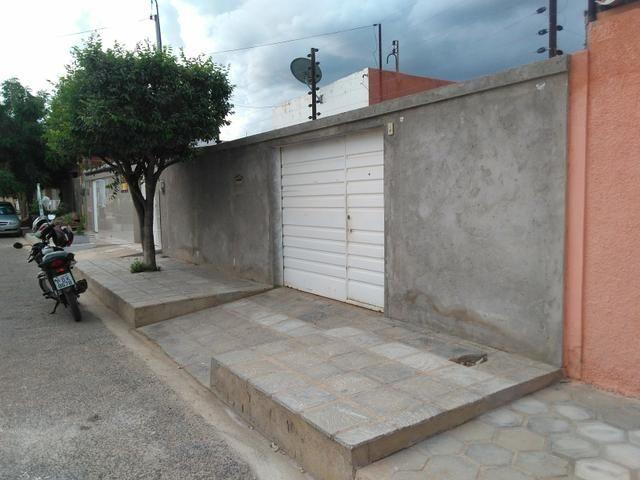 Vendo casa em rua asfaltada com excelente vizinhança - Foto 3