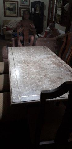 Mesa de mármore  com 8 cadeiras - Foto 2
