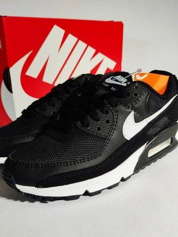 Nike Air Max 90 Black/White Feminino - Foto 3