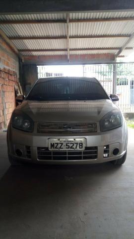 Vendo Ford Fiesta sedan 2007/2008