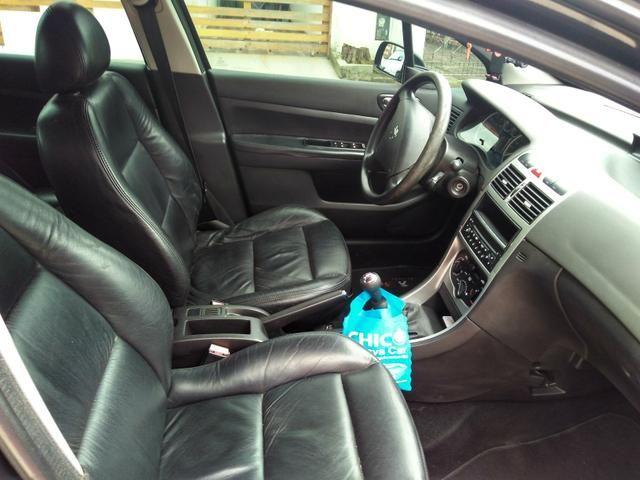 Vendo Peugeot 307 Presenc ano 2006 com ar direção airbags interior em couro valor 18000 - Foto 6