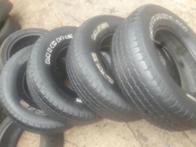 4 pneus 235/75-15 Michelin meia vida