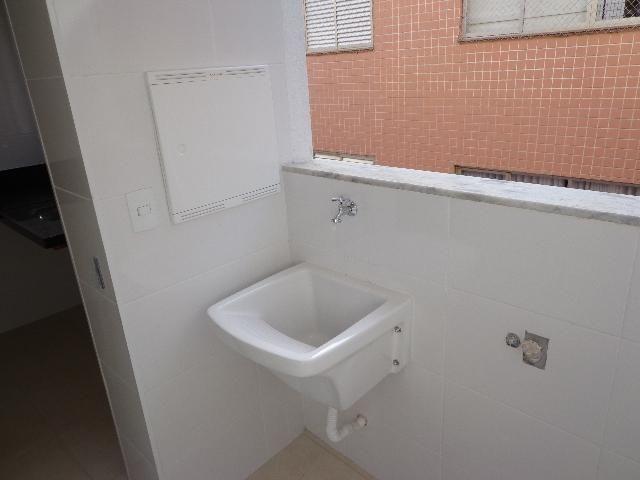 Apartamento com aproximadamente 72,80 m² com sala para 2 ambientes, 03 quartos sendo 01 su - Foto 8