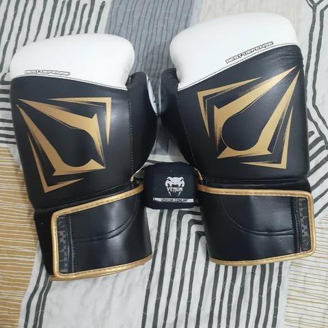 Luva de boxe/muay thai Venum