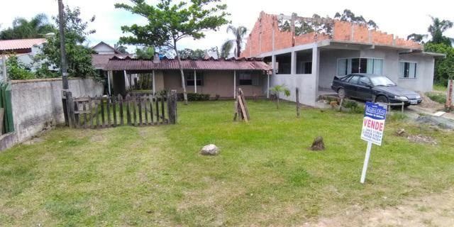 Casa em alvenaria localizada na Barra do Saí