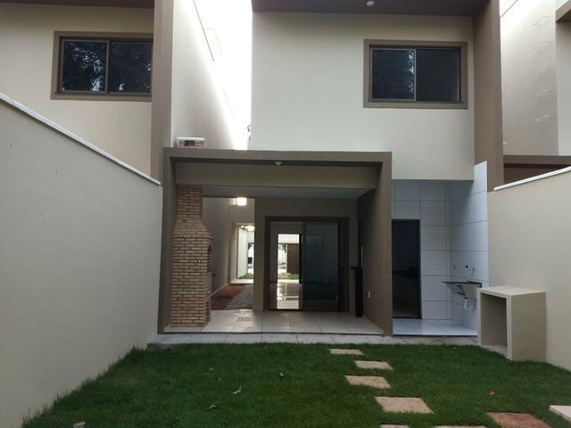 Maravilhosa casa duplex, rua larga e familiar, com uma PRACINHA na frente - Foto 8