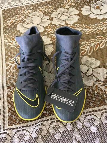 40cadc520f1f4 Chuteira Society Nike Superfly 6 Academy TF Cinza e Amarelo n 39 ...