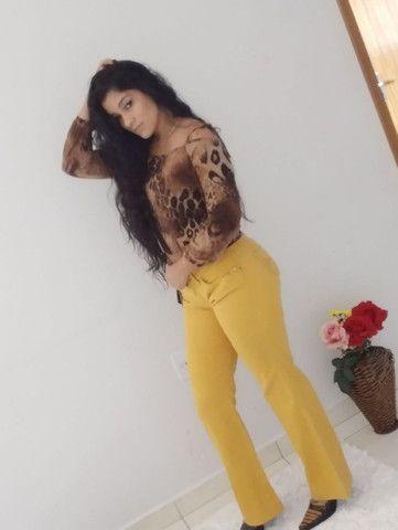 Calça jeans e blusa de onça