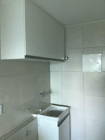 Alugo 2 quartos, suítes, varanda gourmet, armários, 2 vagas - Foto 5
