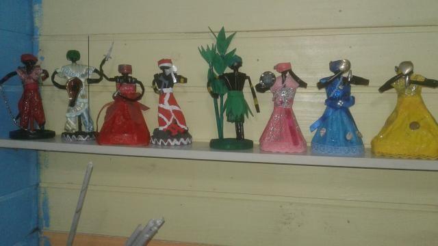 Vendo boneca negra e boneco de orixá tudo feito de jornal faço por incomenda - Foto 6