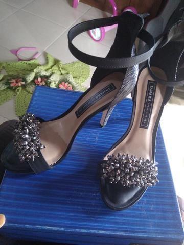 Vendo sandália Tanara 38