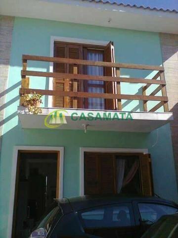 Apartamento seminovo, tipo sobrado, no Bairro Rosário, próximo ao centro