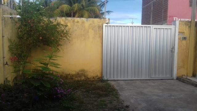 Vendo casa 2/4 sendo 1 suite com dependência completa e quintal e garagem coberta