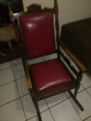 Cadeira de balanço antiga 400reais