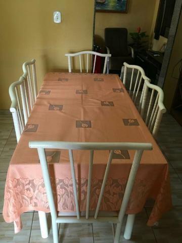 Mesa com um conjunto de 6 cadeiras - Foto 4