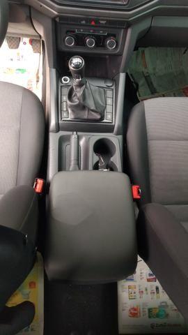 VW Amarok cab dupla - baixa km - modelo novo - manual e chave reserva - Foto 6