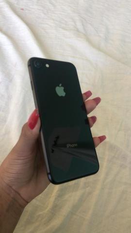 Vendo iPhone 8 64gb com carregador valor 1800,00 - Foto 3