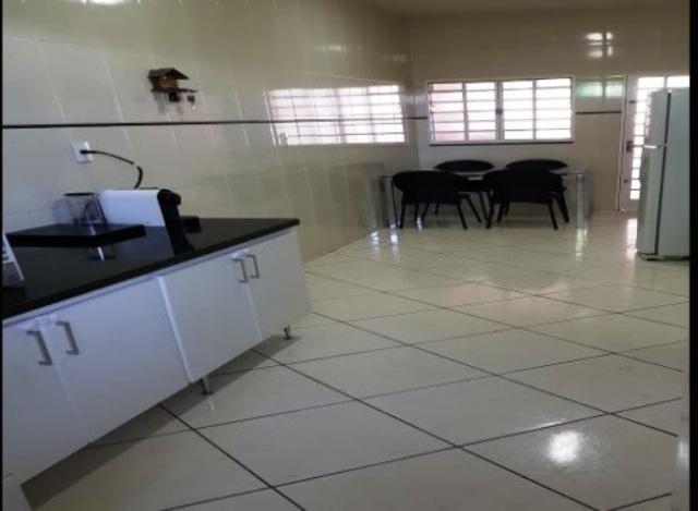 Localização excelente no bairro joão pinheiro,rua cata preta,casa espaçosa arejada,com ilu - Foto 2