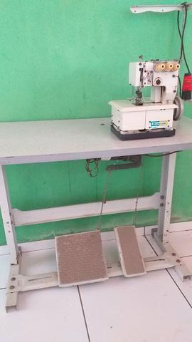 Máquina de costura / galoneira de 3 agulhas