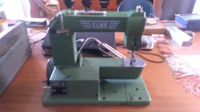 Máquina De Costura Elétrica Antiga, Com Maleta De Metal
