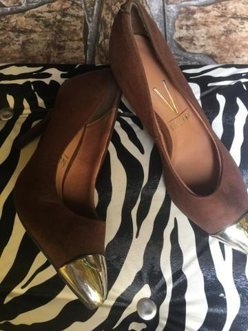 2bb37cf00 Sapato alto camurça marrom e bico dourado número 34 - Roupas e ...