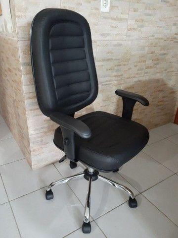 Cadeira Giratória Presidente Costurada  - Foto 2