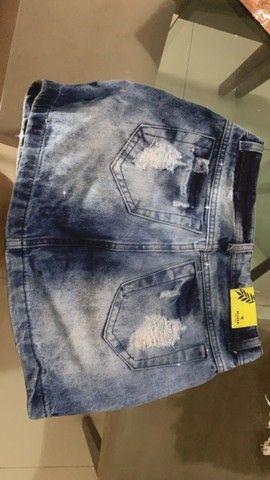 Duas saias, sendo uma jeans e uma de tecido é um short. 50$ as três peças  - Foto 5
