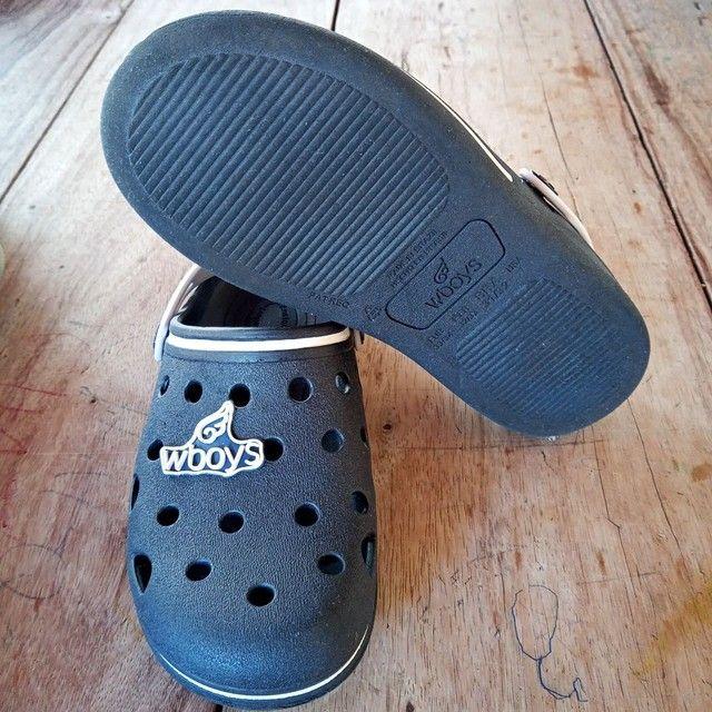 Chinelo estilo Crocs