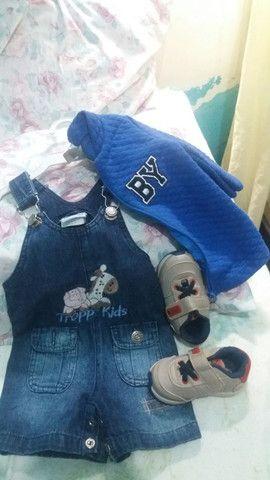 Conjunto de roupas e sapato