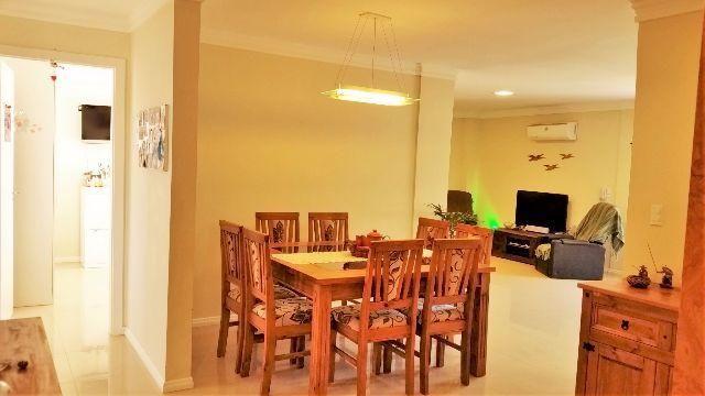 Apartamento 3 Quartos (1 suíte), mobililado. 390 metros da avenida no Centro de Bombinhas
