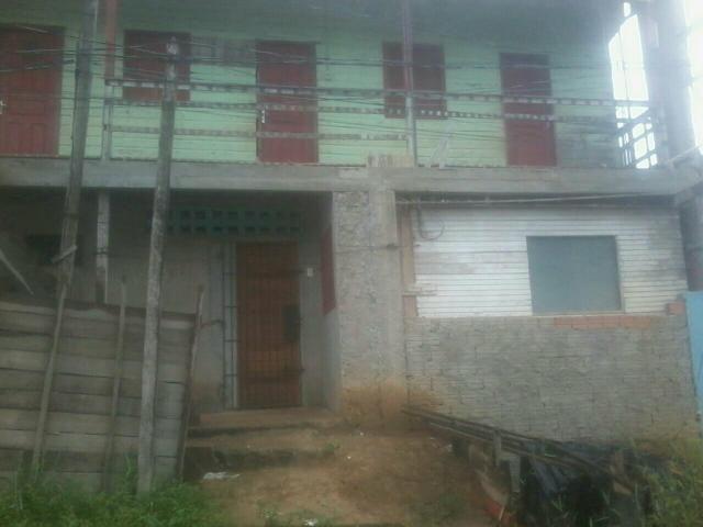 Vende-se uma casa com 3 kitnet