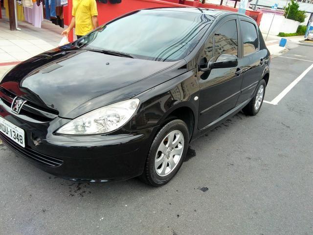 Vendo Peugeot 307 Presenc ano 2006 com ar direção airbags interior em couro valor 18000 - Foto 14