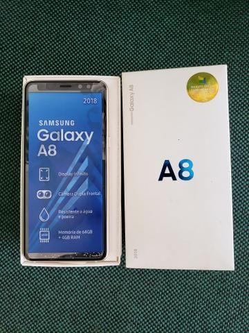 Dois aparelhos celulares